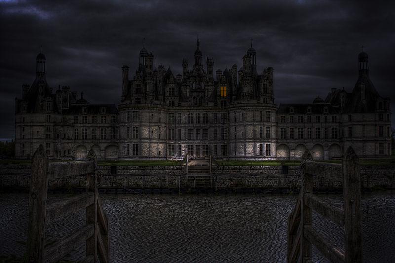 800px-Haunted_castle_(289925446).jpg