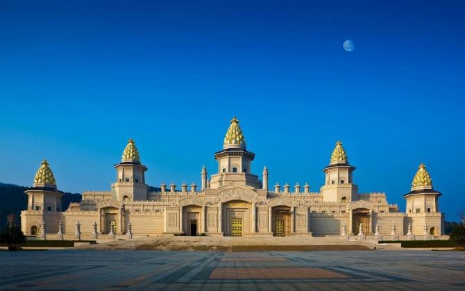 China, Jiangsu, Wuxi, Lingshan Brahma Palace.jpg