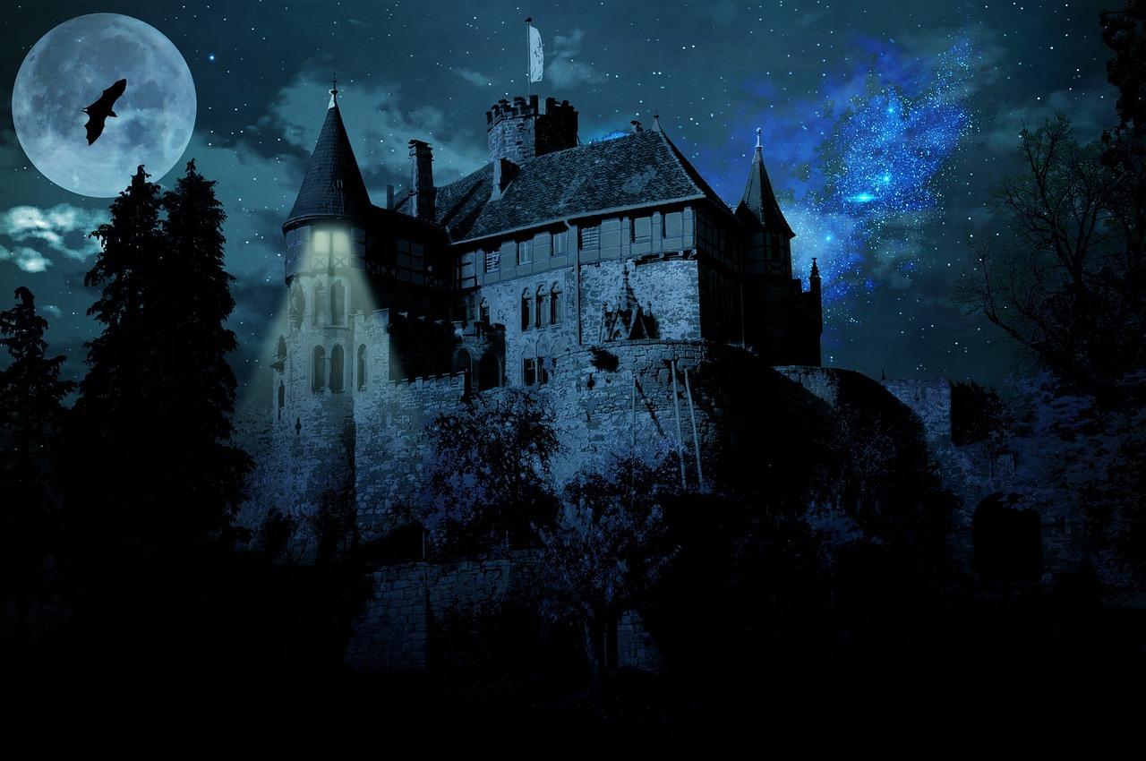 haunted-castle-1802413_1280.jpg