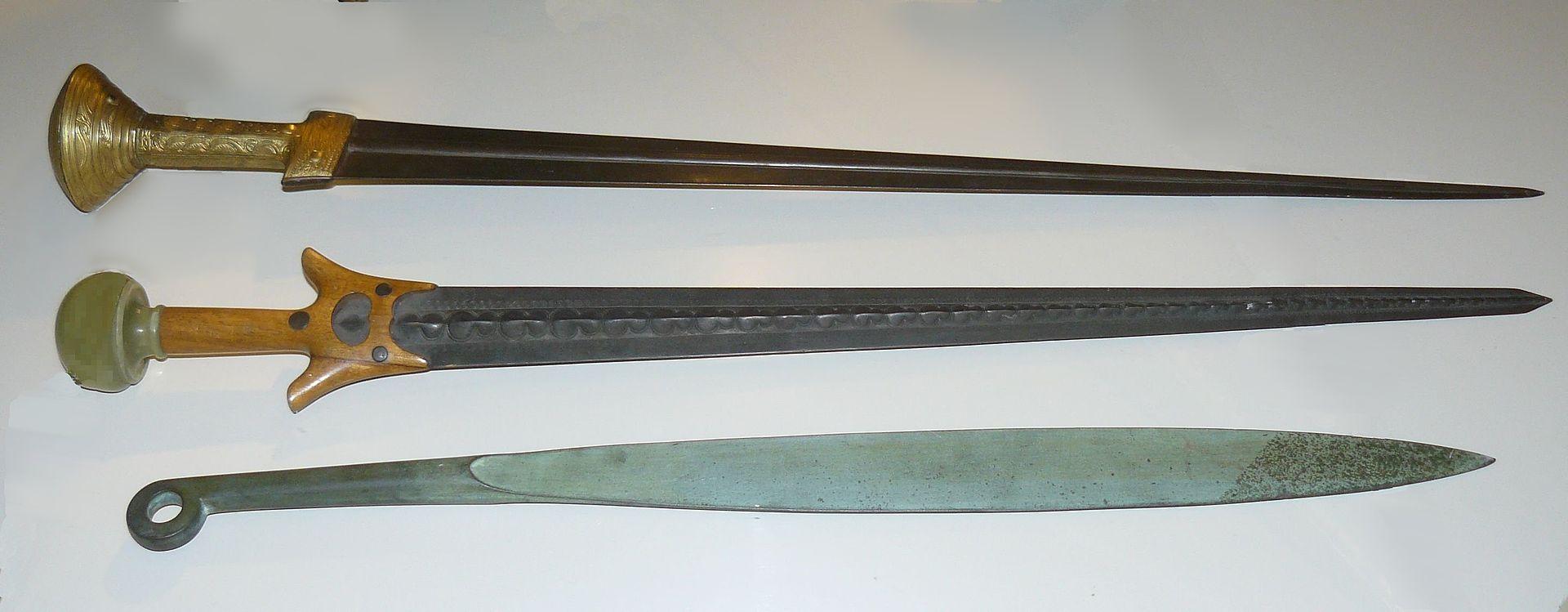 Mycenaean_swords_recostruction.jpg