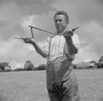 Agriculture_in_Britain-_Life_on_George_Casely's_Farm,_Devon,_England,_1942_D9817.jpg